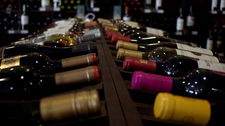 世界中のワインボトルはなぜ750mlなの?日本ワインのボトルは世界標準より30ml少ない⁈