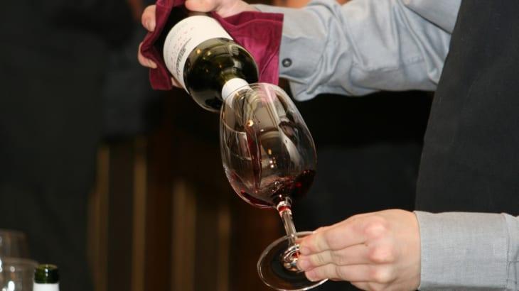 ワインの注ぎ方